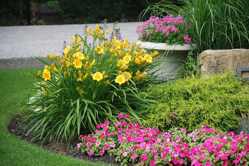 Front Yard Easy Landscaping Ideas Part - 40: Anne Roberts Gardens Chicago-landscaping-5-2