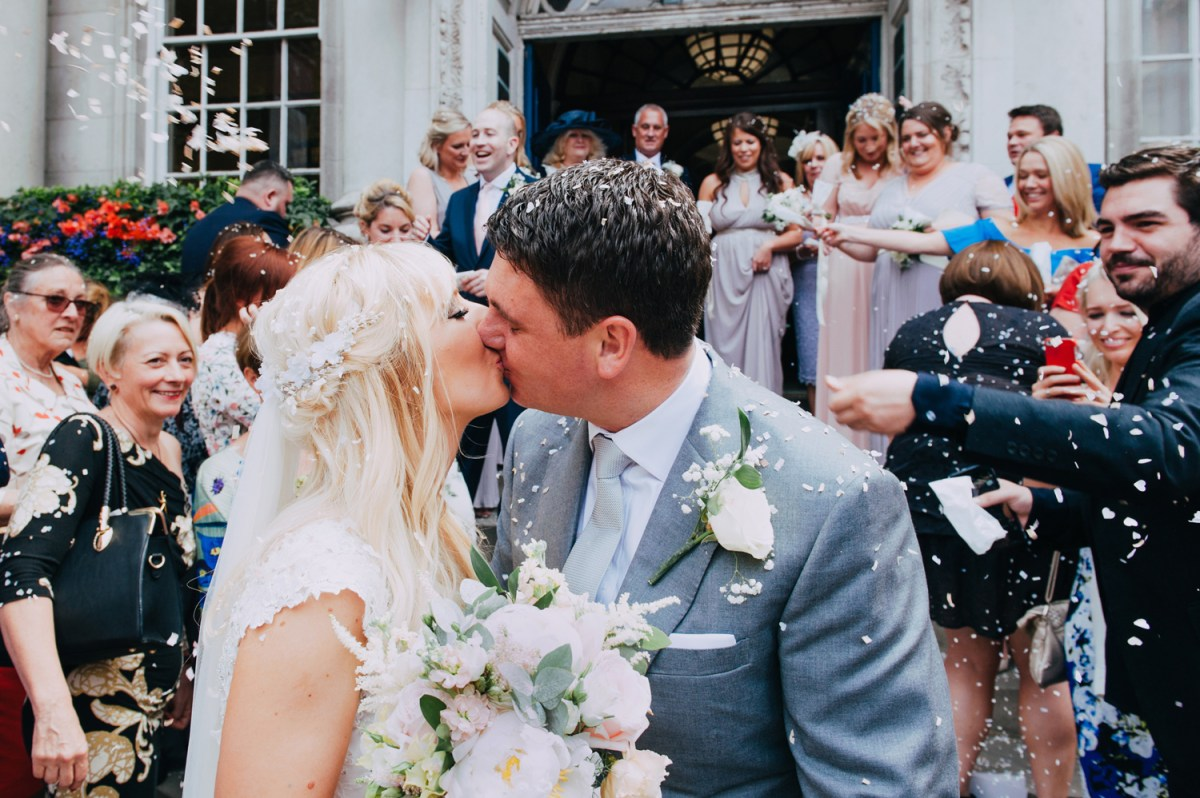 chelsea town hall wedding confetti kiss on the steps