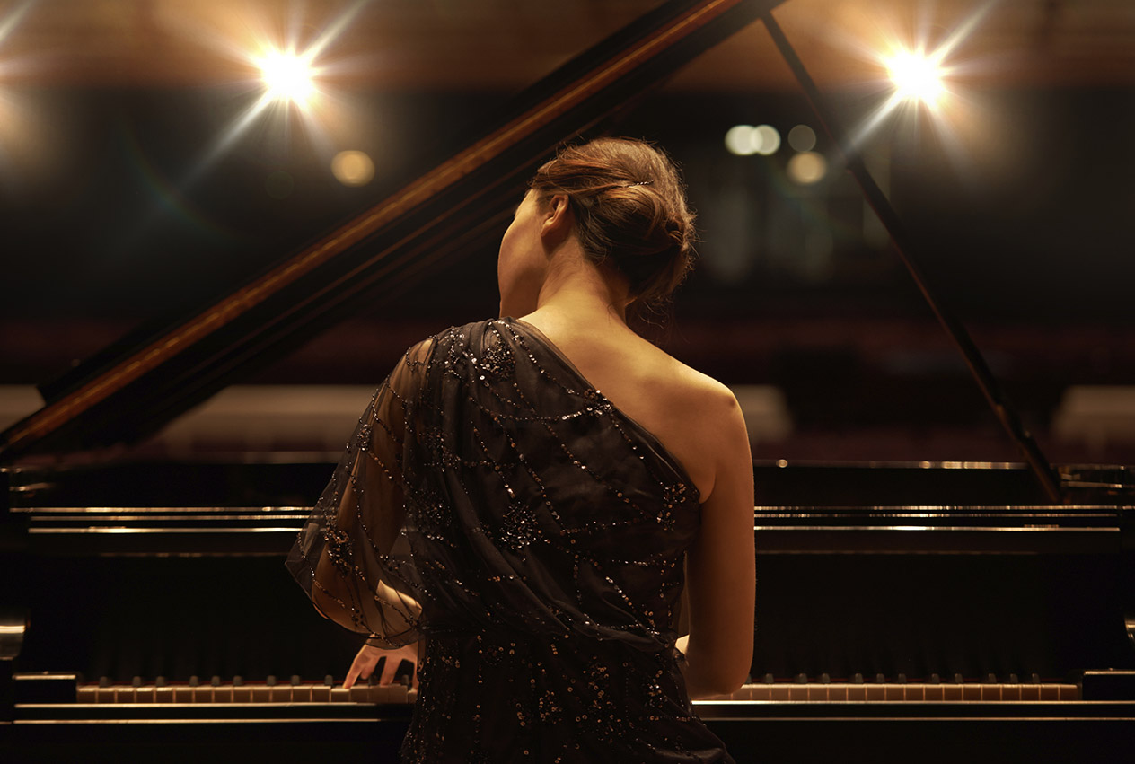 Piano Performance - Annette Sloly Hypnotherapy
