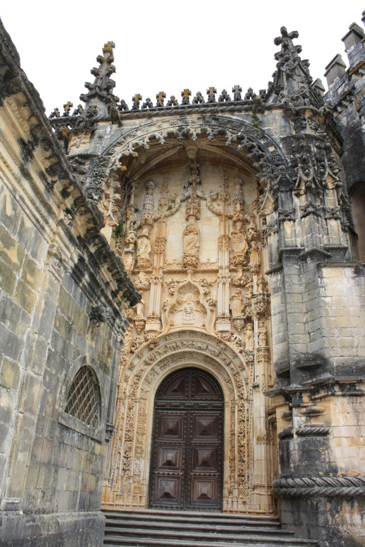 Details in a door at the Covento de Cristo in Tomar