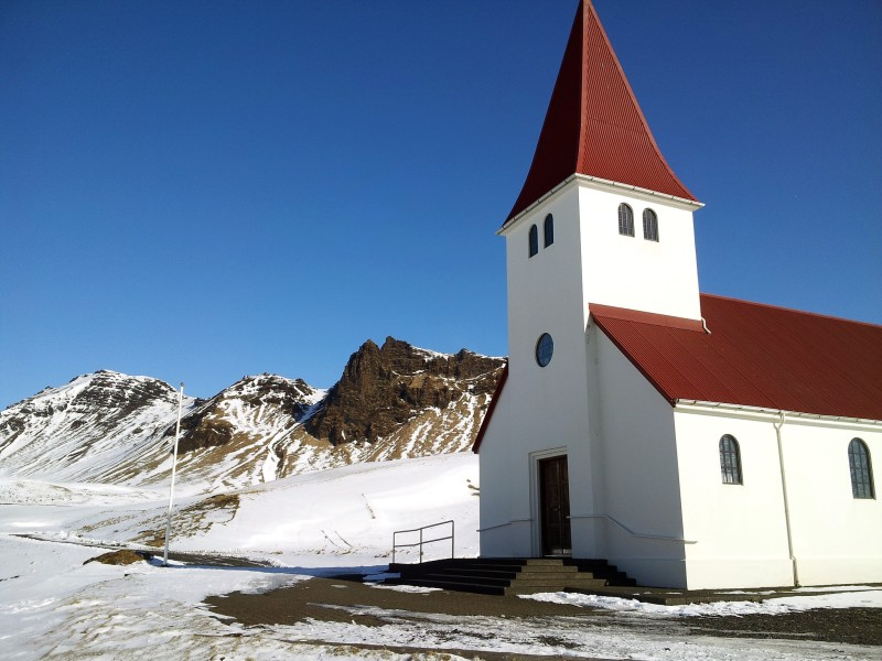 Travel to Iceland on the cheap
