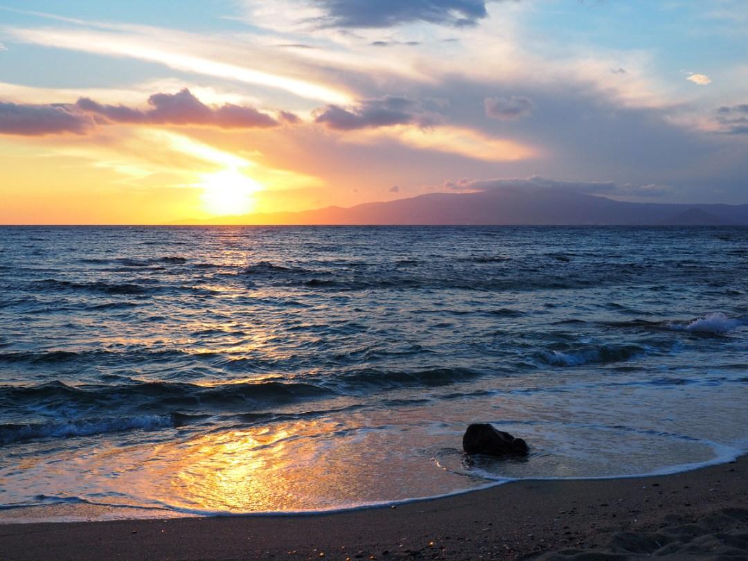 Coucher de soleil sur un plage de Naxos