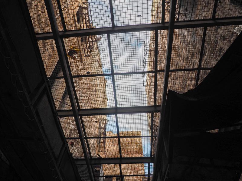 Grilles au-dessus du marché d'Hebron