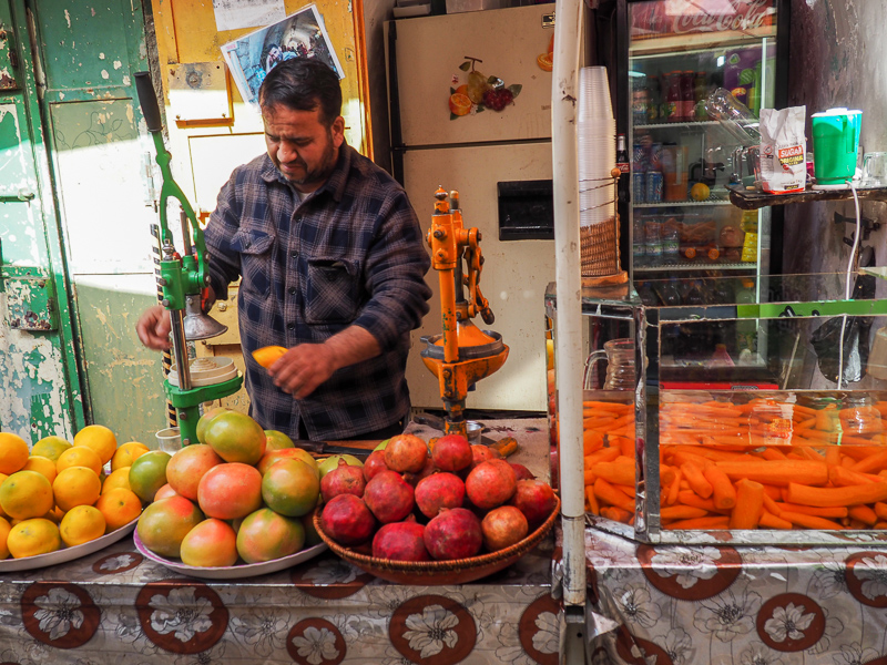 Marchand de jus de fruits à Hebron