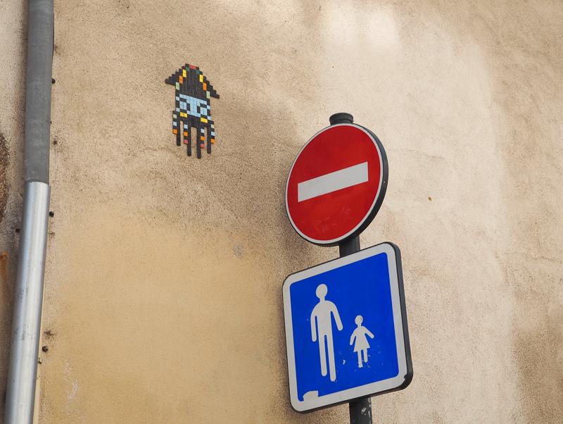 Mosaïque art de rue en France, dans la ville de Rennes.