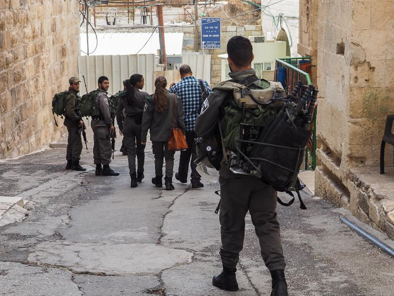 Soldats aux points de contrôle de la ville d'Hebron