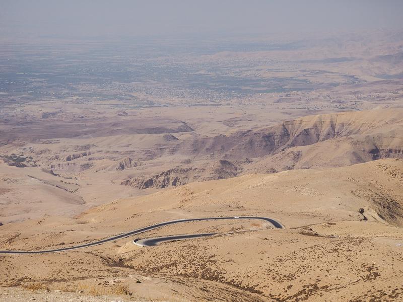Route dans le désert en Jordanie.