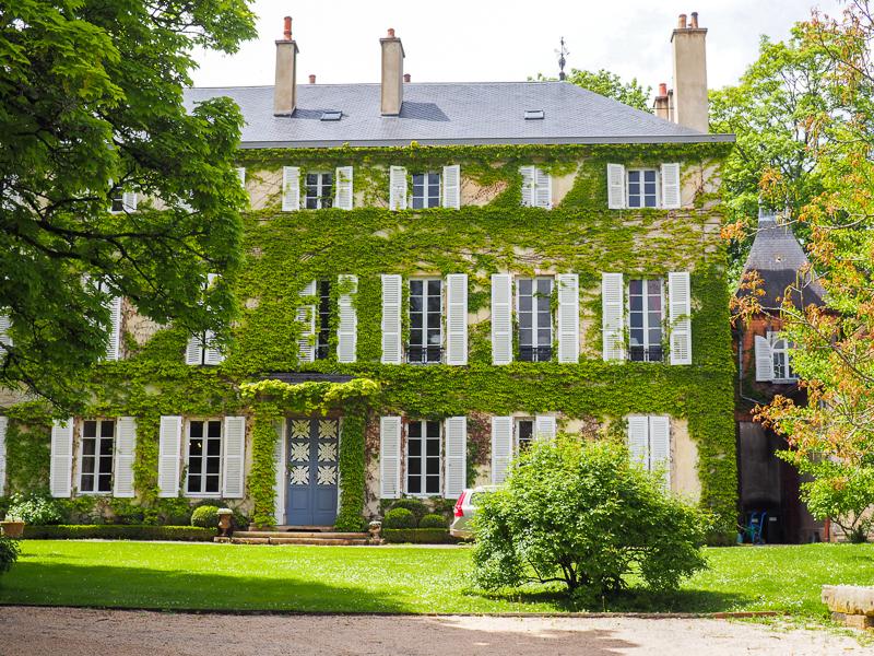 Maisons croisées sur la Route des Grands Crus en Bourgogne.