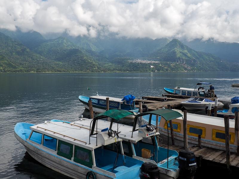Bateaux sur le lac Atitlán au