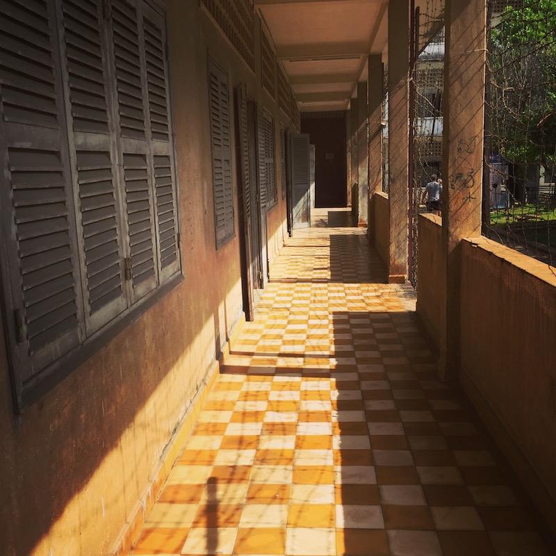Couloir de la prison S-21, au Cambodge