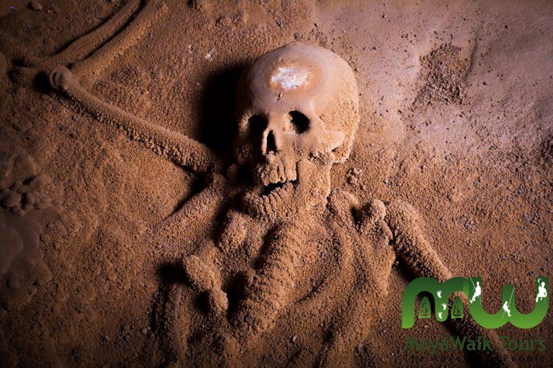Squelette dans la ATM Cave au Belize