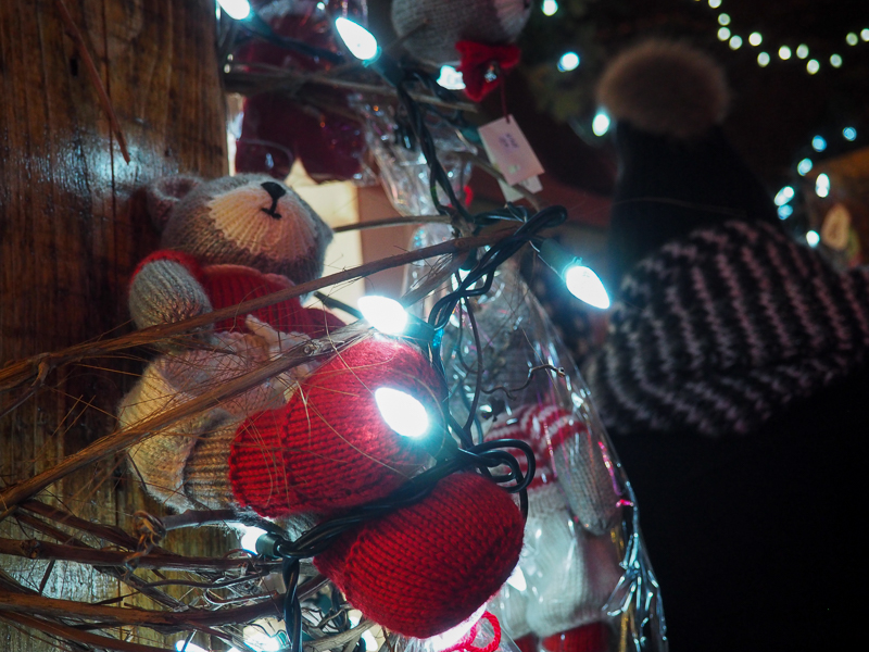 Ours en peluche au marché de Noël de Terrebonne dans Lanaudière