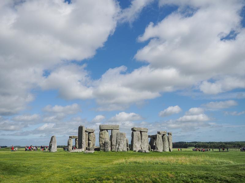 Ciel bleu au-dessus de Stonehenge