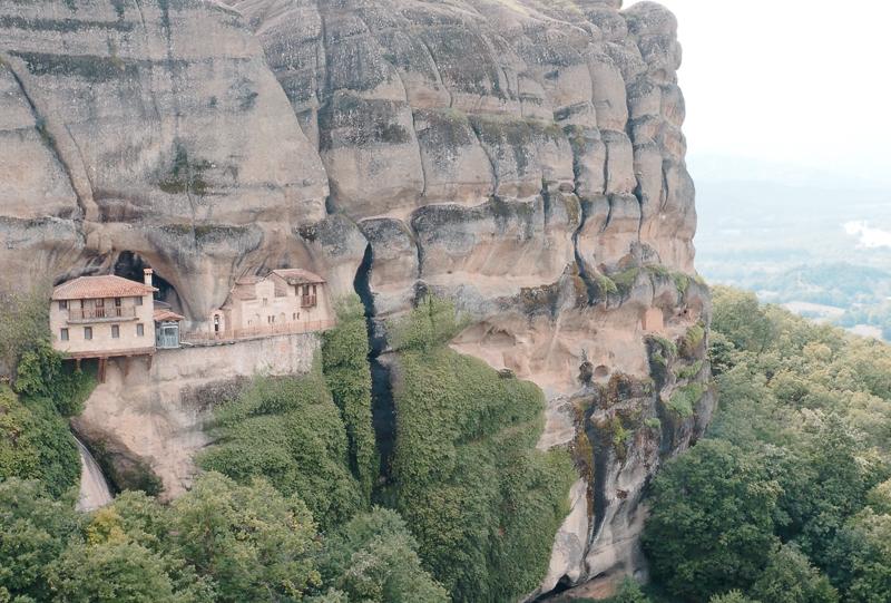 Sentier de randonnée dans les météores en Grèce