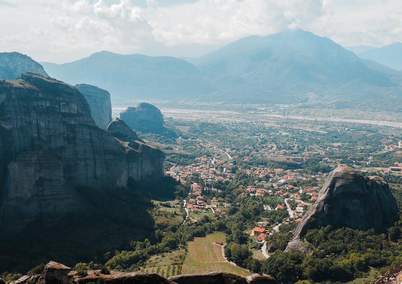 Vue panoramique au sommet des météores en Grèce