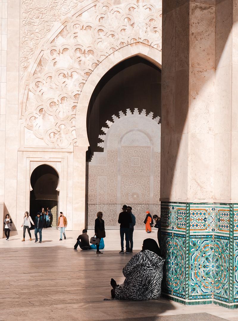 En attente à la mosquée de Casablanca