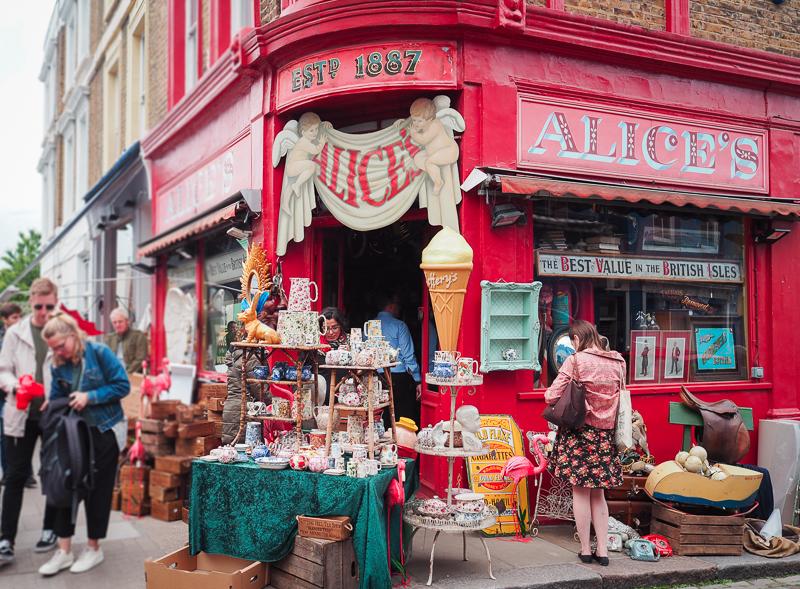 Marchés d'antiquités dans le quartier Notting Hill de Londres
