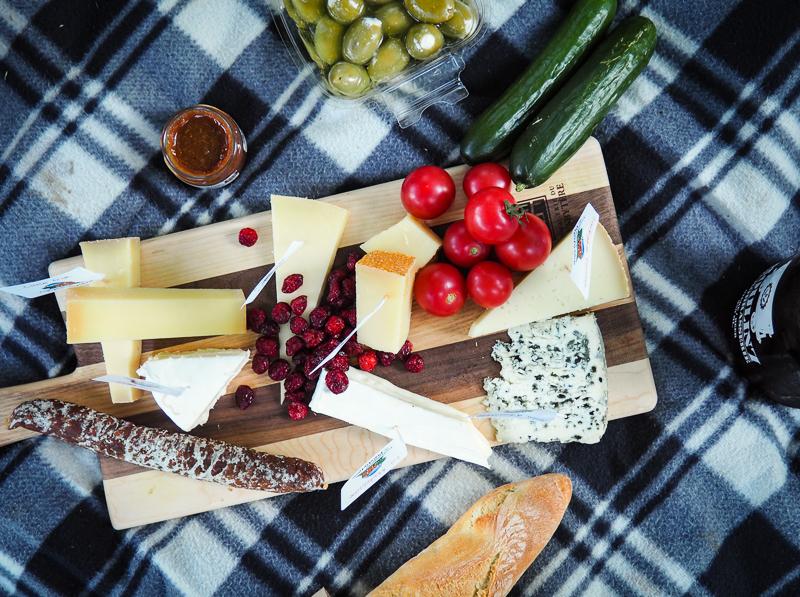 Plateau de fromages pour la soirée des vendredis à la Fromagerie du Presbytère