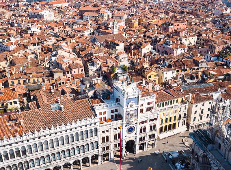 Vue sur la Place Saint-Marc à partir du sommet du campanile.