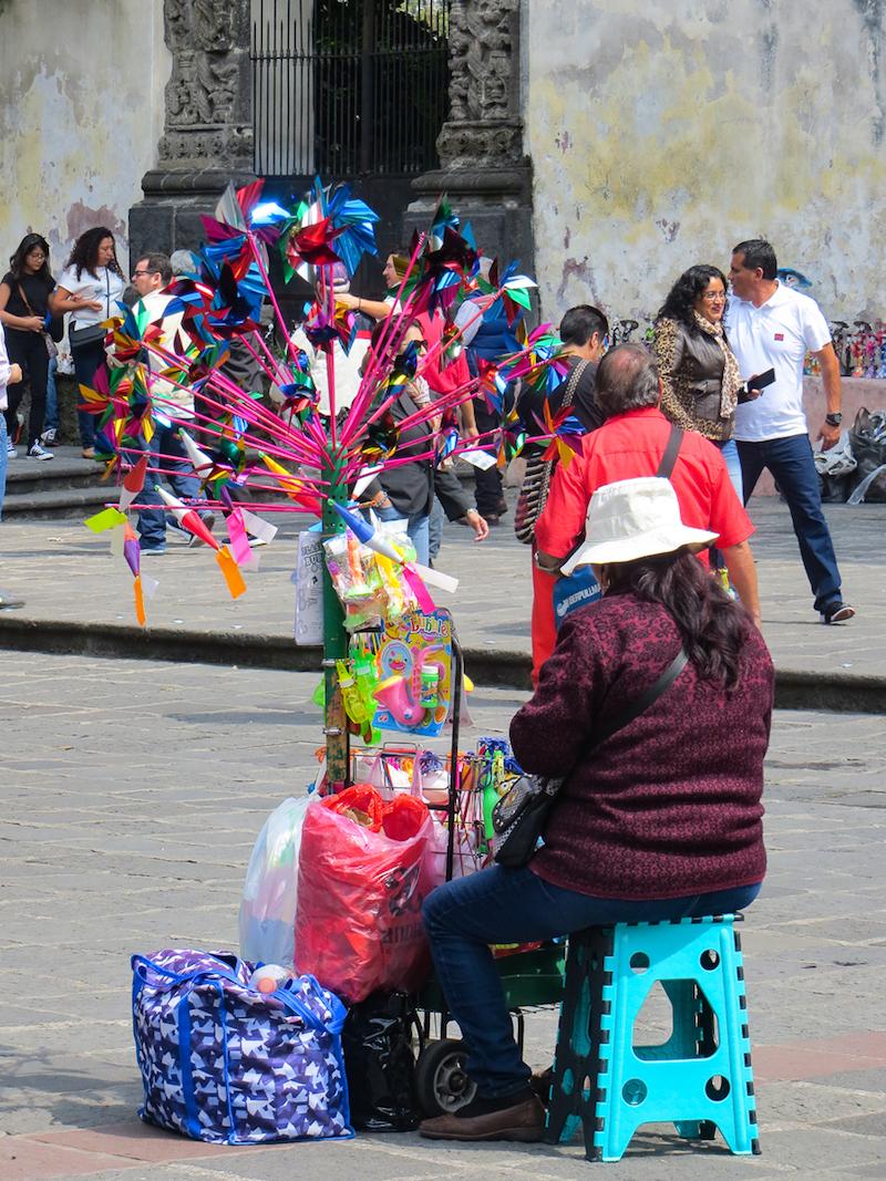 Vendeuse de rues dans le quartier Coyoacan