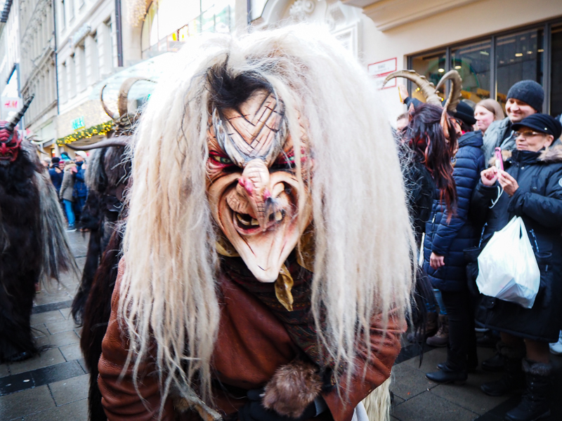 Masque en bois, krampus run, Munich