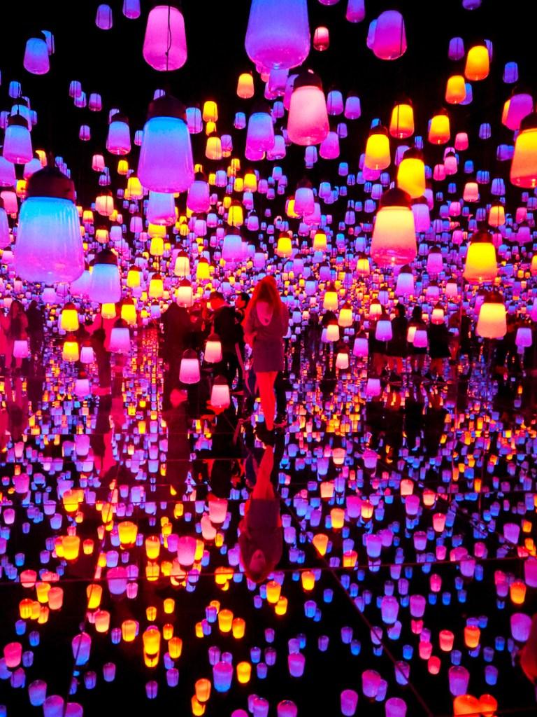 Salle Forest of resonating Lamps de teamLab Borderless à Tokyo