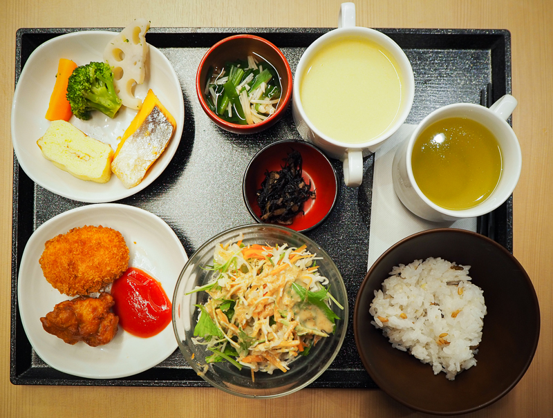 Petit déjeuner servi à l'hôtel Dormy Inn Korakuen de Tokyo