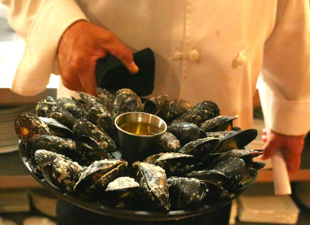 Magical-Dining-Month-Orlando-Urbain-40-Mussels