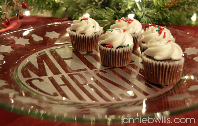 merry-christmas-serving-platter-by-annie-williams-detail-2