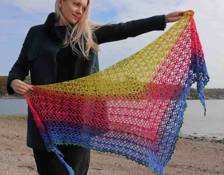 One skein shawl, free crochet pattern using gradient yarn cake