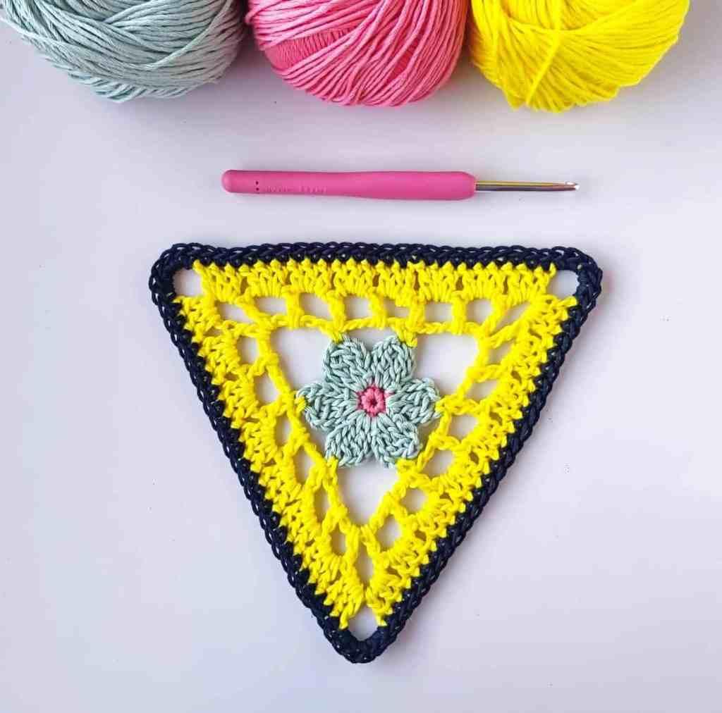 Crochet Flower Bunting – Free Pattern