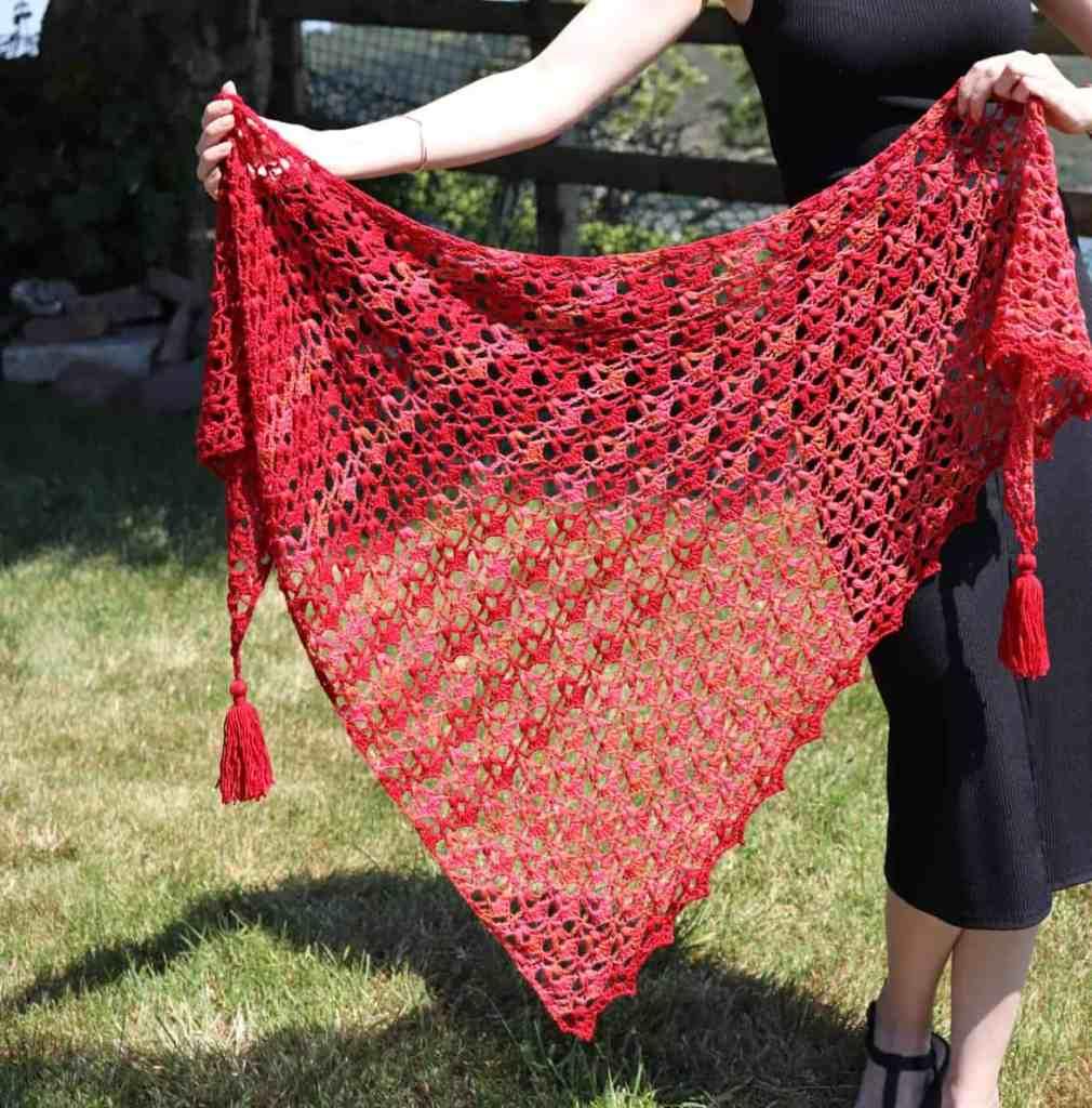 Rua – Free Crochet Pattern for a Lace Triangle Shawl