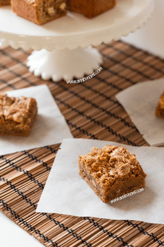 White Chocolate Chunk Cookie Butter Blondies | Annie's Noms