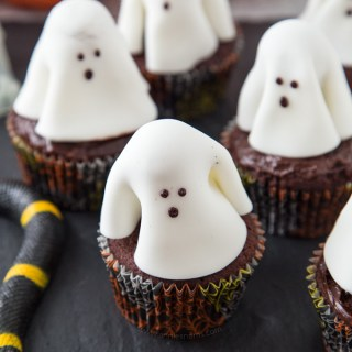 Ghost Cupcakes – Fun Halloween Recipe!