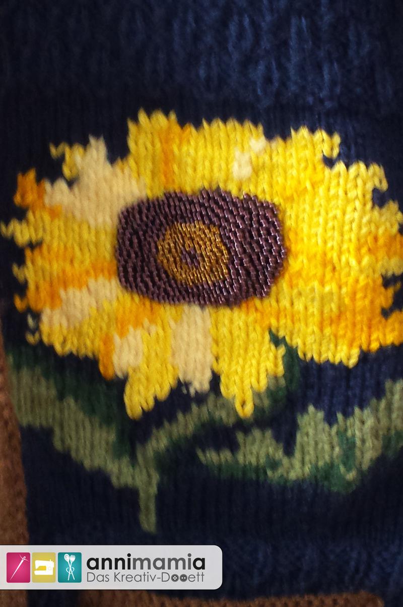 Sonnenblumen-Strickjacke mit Perlen