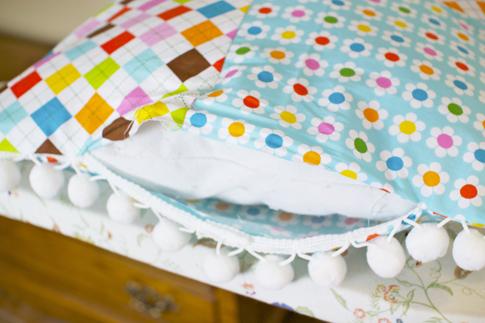 pom pom pillow sewing tutorial