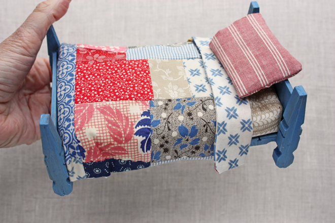 doll house bed and quilt