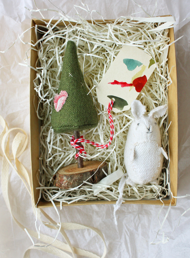sew a tree and mouse from scraps