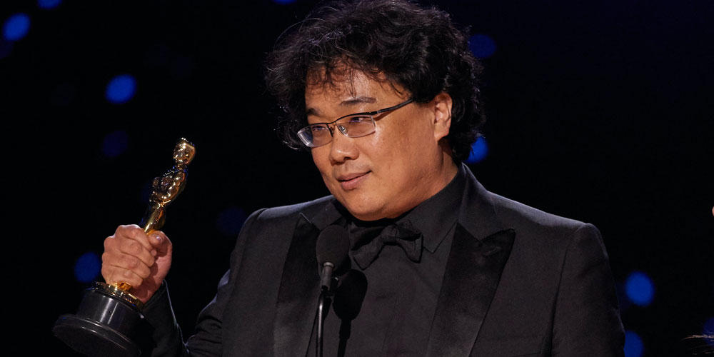 Bong Joon-ho riceve il premio Oscar per Parasite