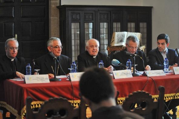 Rueda de prensa obispos_0119