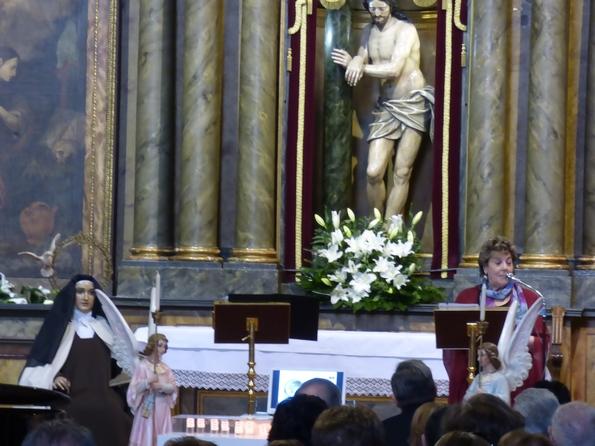 Paloma G borrero na capela do Bo Xesus