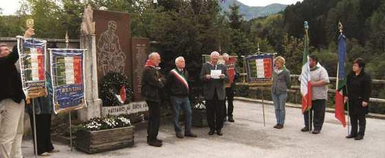 Cerimonia al Monumento ai Caduti