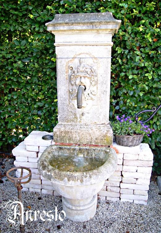Ref. 27 – Antieke fontein in kalkzandsteen 18de eeuws
