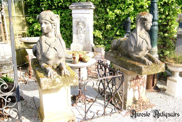 Ref. 40 Antieke stenen tuinbeelden, oude stenen tuinbeelden foto 1