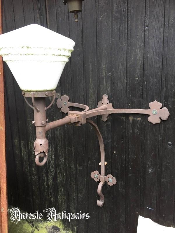 Ref. 53 – Smeedijzeren Art Deco tuinlamp, ijzeren Art Deco muurlantaarn
