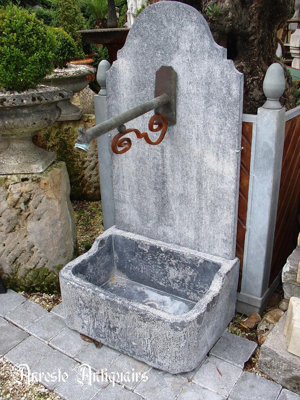 Ref. 67 – Blauwstenen spoelbak met rugwand en fonteinuitloop