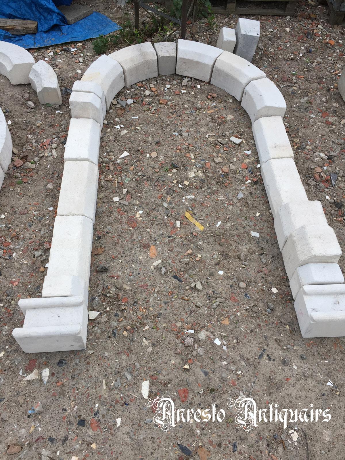 Ref. 70 – Kalkzandstenen portiek, kalkzandstenen deuromlijsting