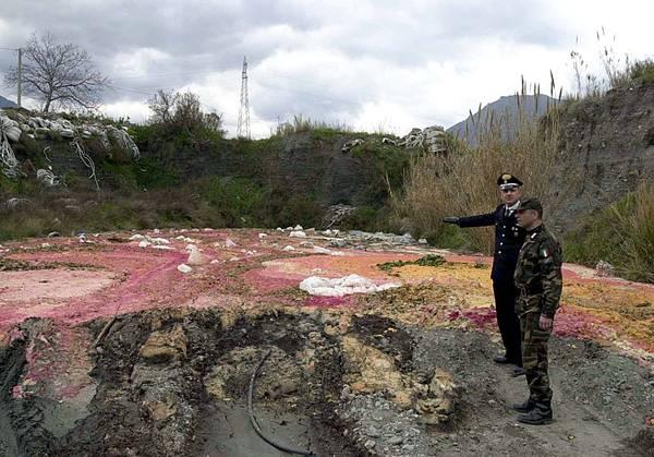 Discariche abusive di rifiuti anche tossici sequestrate dai carabinieri nel Messinese