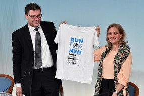 Il sottosegretario alla Presidenza del Consiglio, Giancarlo Giorgetti, con la presidente dell'Unione  delle Comunita' Ebraiche Italiane, Noemi Di Segni (ANSA)