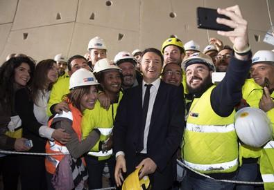 Matteo Renzi a Caltanissetta,  con il ministro per le Infrastrutture,  Graziano Del Rio, visita il cantiere per la realizzazione della galleria